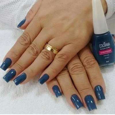 manicure-e-pedicure-unhas-implantadas